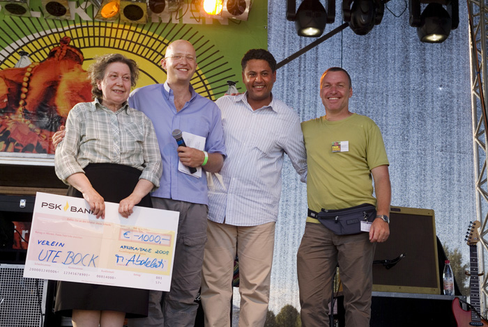 2008 Afrika Tage Wien spendet 1.000,- an den Verein Ute Bock