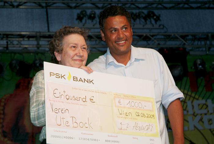 2009 Afrika Tage Wien spendet 1.000,- an den Verein Ute Bock