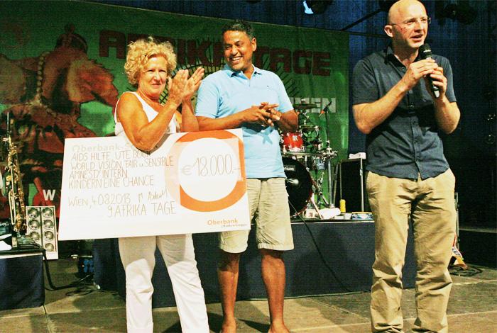 """2013 Afrika Tage Wien spenden 18.000,- """"Austria for Africa"""""""