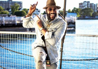25 JUL / 20:30 TARRUS RILEY